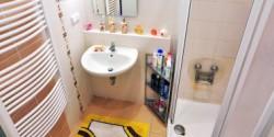 Rekonstrukce koupelny v pastelových barvách